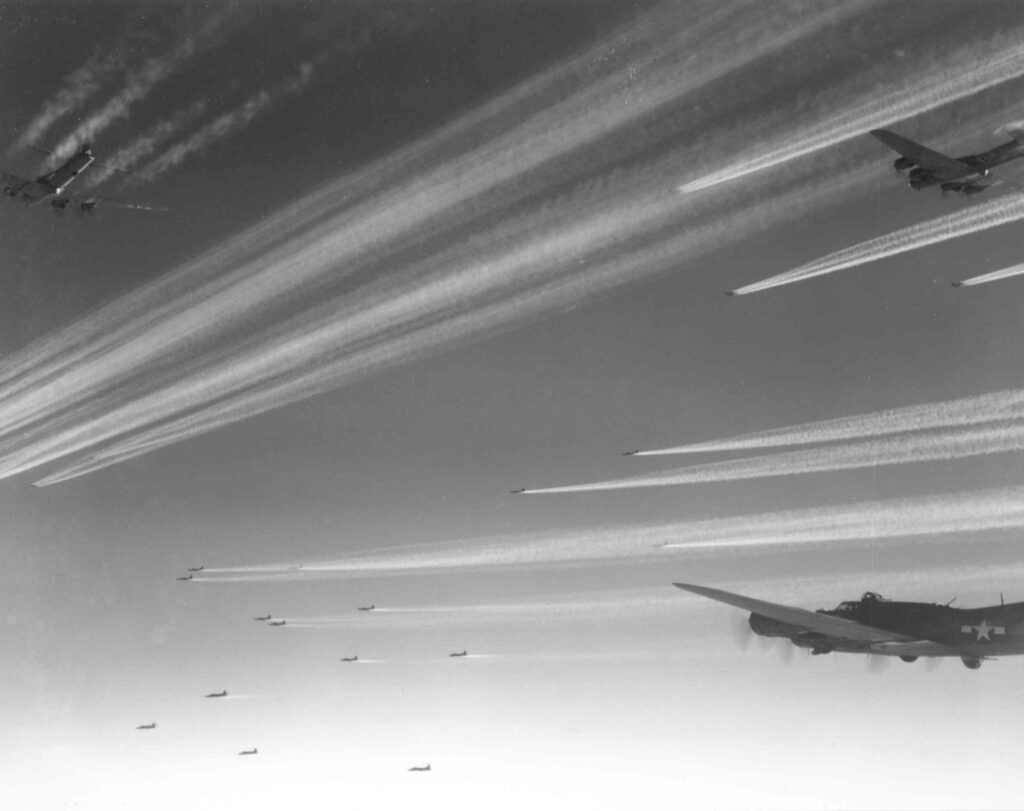Un gruppo di B-17 del 92° Gruppo Bombardieri (U.S. Air Force photo)